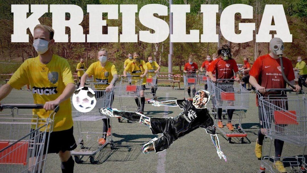 Fußball mit Einkaufswagen