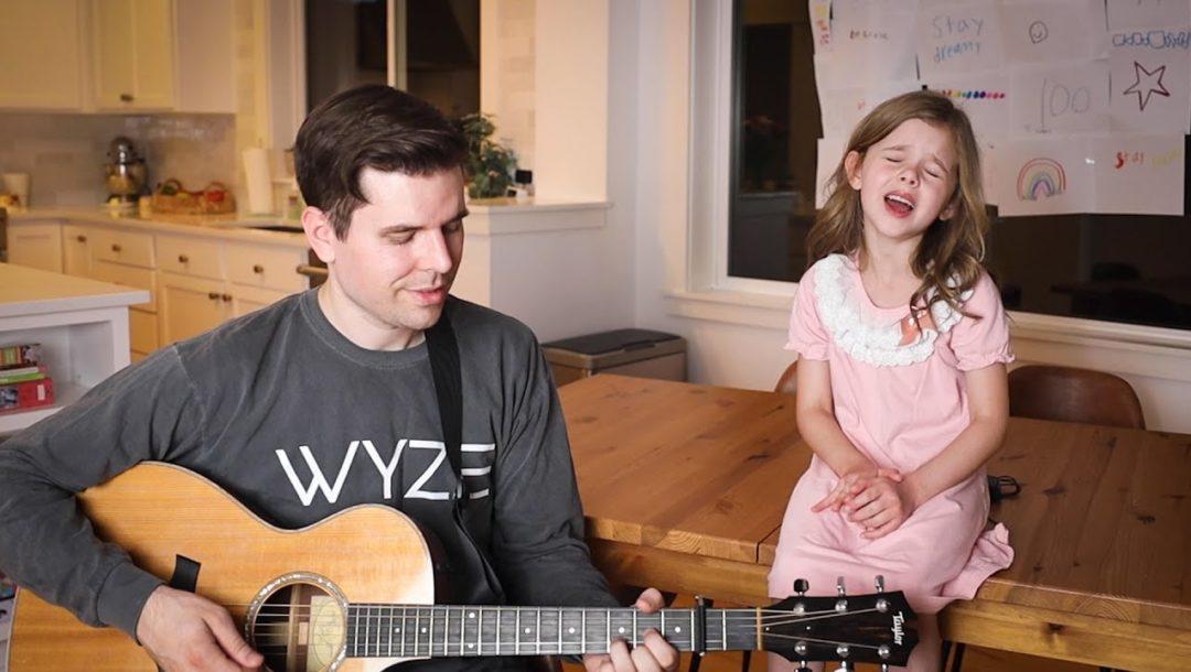 """Die 7jährige Claire singt mit ihrem Vater """"Shallow"""""""
