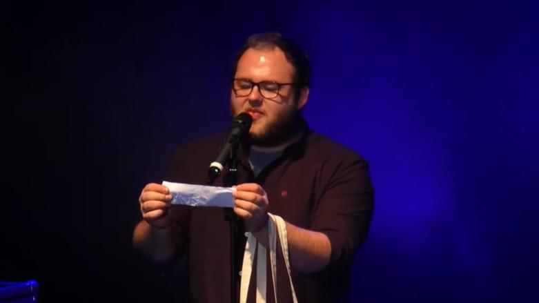 Sven Bensmann singt Witze